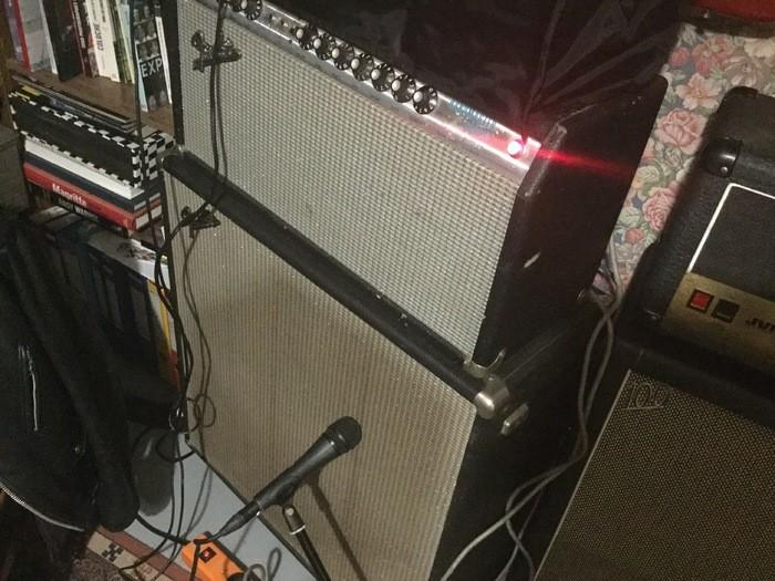 https://medias.audiofanzine.com/images/thumbs3/fender-bassman-100-4x12-silverface-2512931.jpeg