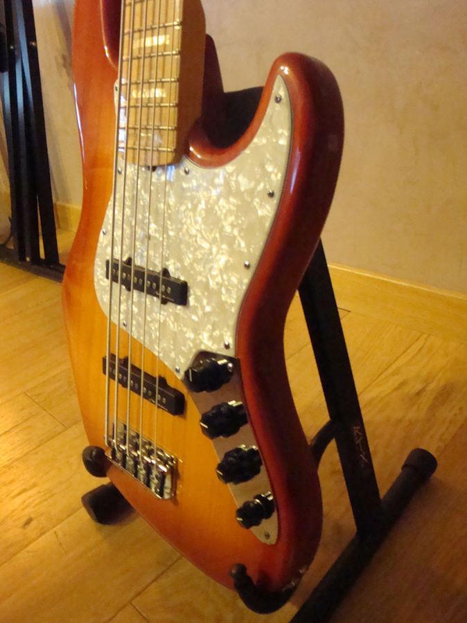 fender custom shop custom classic jazz bass v image 305131 audiofanzine. Black Bedroom Furniture Sets. Home Design Ideas