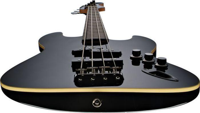 https://medias.audiofanzine.com/images/thumbs3/fender-deluxe-series-aerodyne-jazz-bass-black-26889.jpg