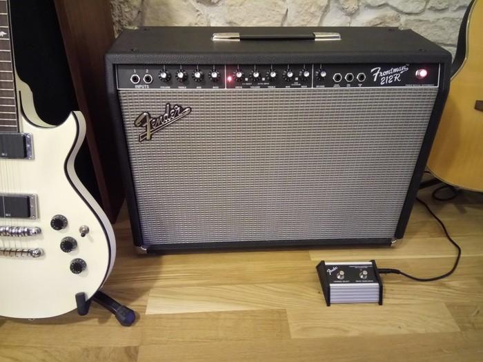 Fender FM 212R (38477)