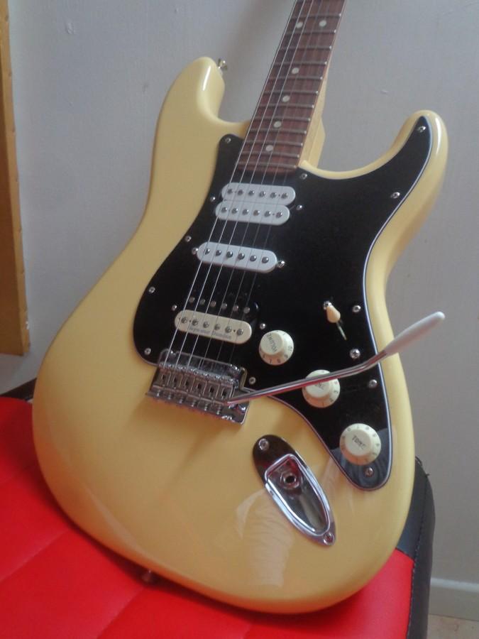 https://medias.audiofanzine.com/images/thumbs3/fender-player-stratocaster-2809300.jpg