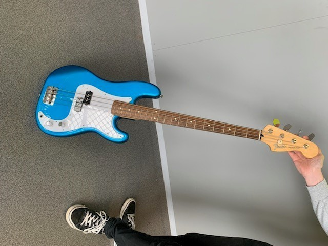 https://medias.audiofanzine.com/images/thumbs3/fender-precision-bass-japan-2958416.jpg