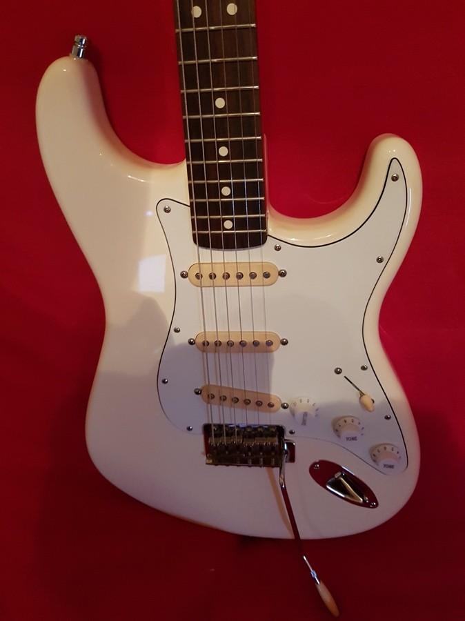 Fender Standard Stratocaster [1990-2005] (34703)
