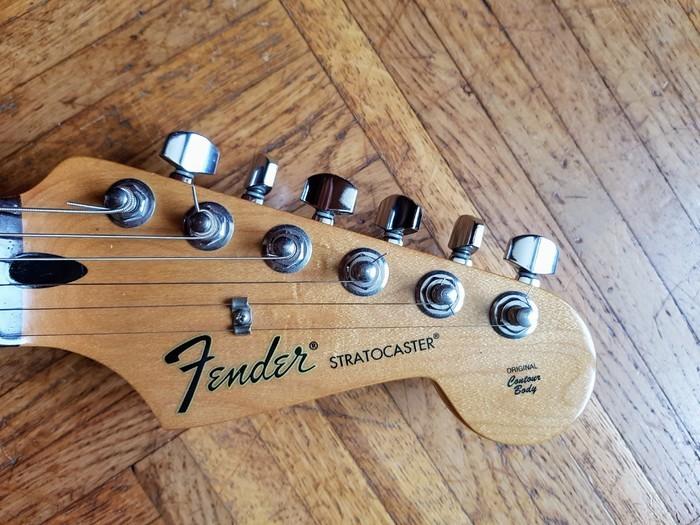 Fender Standard Stratocaster [1990-2005] (47908)