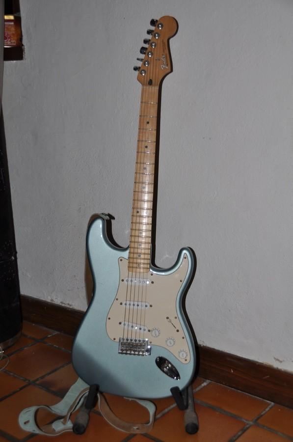 Fender Standard Stratocaster [1990-2005] (35644)