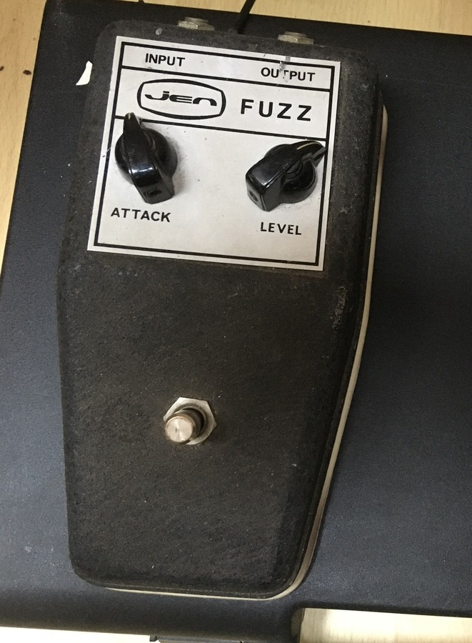 https://medias.audiofanzine.com/images/thumbs3/fuzz-guitare-2937532.jpeg