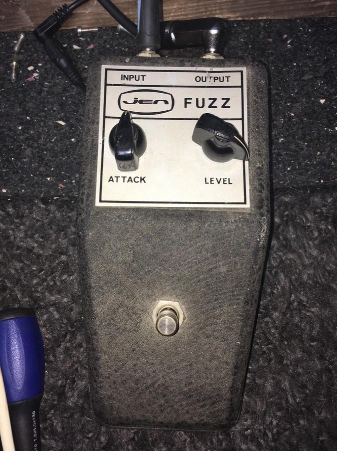 https://medias.audiofanzine.com/images/thumbs3/fuzz-guitare-2948554.jpeg
