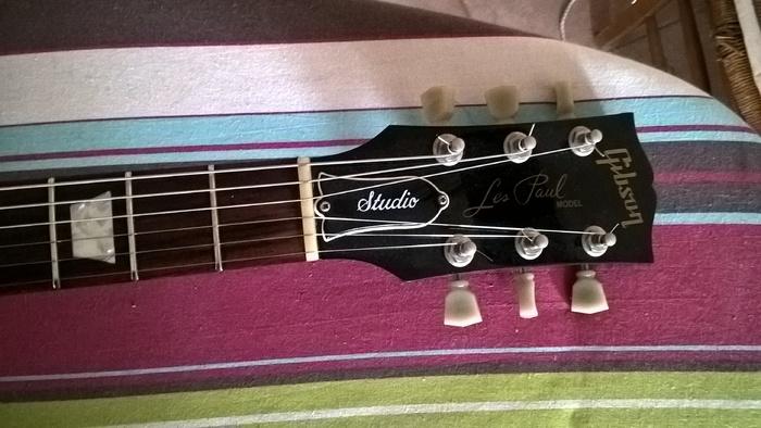 Gibson Les Paul Studio - Ebony w/ Chrome Hardware Setione images