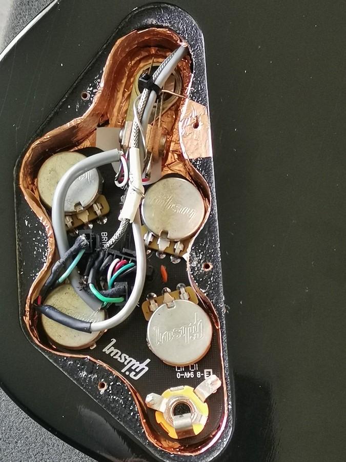 https://medias.audiofanzine.com/images/thumbs3/guitares-electriques-3593379.jpg