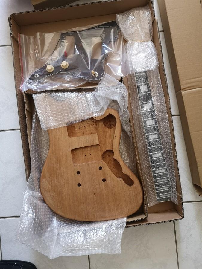 https://medias.audiofanzine.com/images/thumbs3/guitares-electriques-solid-body-2970668.jpg