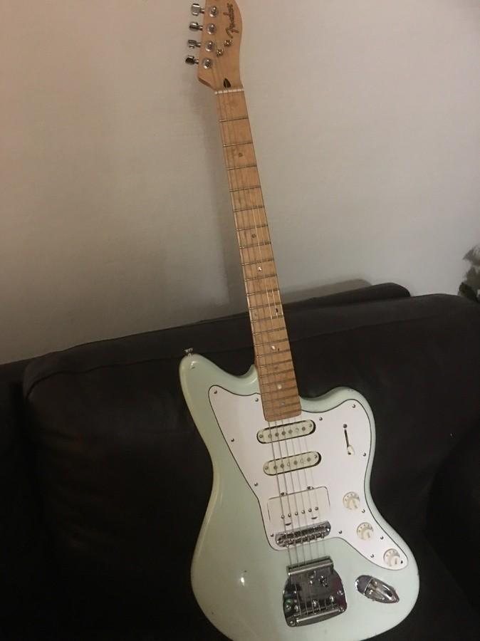 https://medias.audiofanzine.com/images/thumbs3/guitares-electriques-solid-body-2976578.jpeg