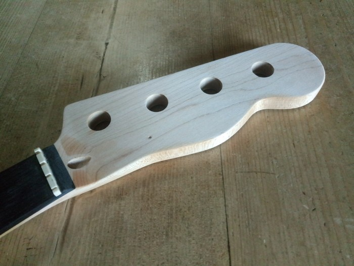 https://medias.audiofanzine.com/images/thumbs3/guitares-electriques-solid-body-2984325.jpg