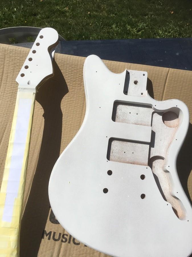 https://medias.audiofanzine.com/images/thumbs3/guitares-electriques-solid-body-2986750.jpeg