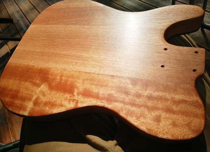 https://medias.audiofanzine.com/images/thumbs3/guitares-electriques-solid-body-3009627.jpg