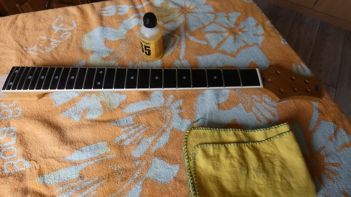 https://medias.audiofanzine.com/images/thumbs3/guitares-electriques-solid-body-3022430.jpg