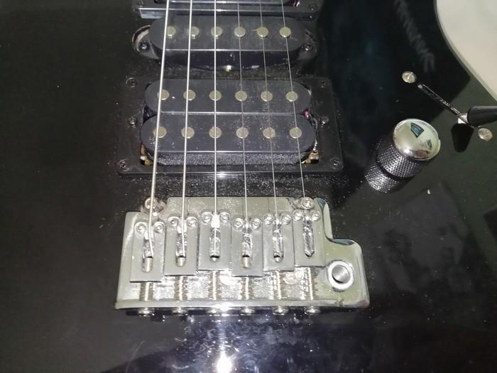 https://medias.audiofanzine.com/images/thumbs3/guitares-electriques-solid-body-3030169.jpg