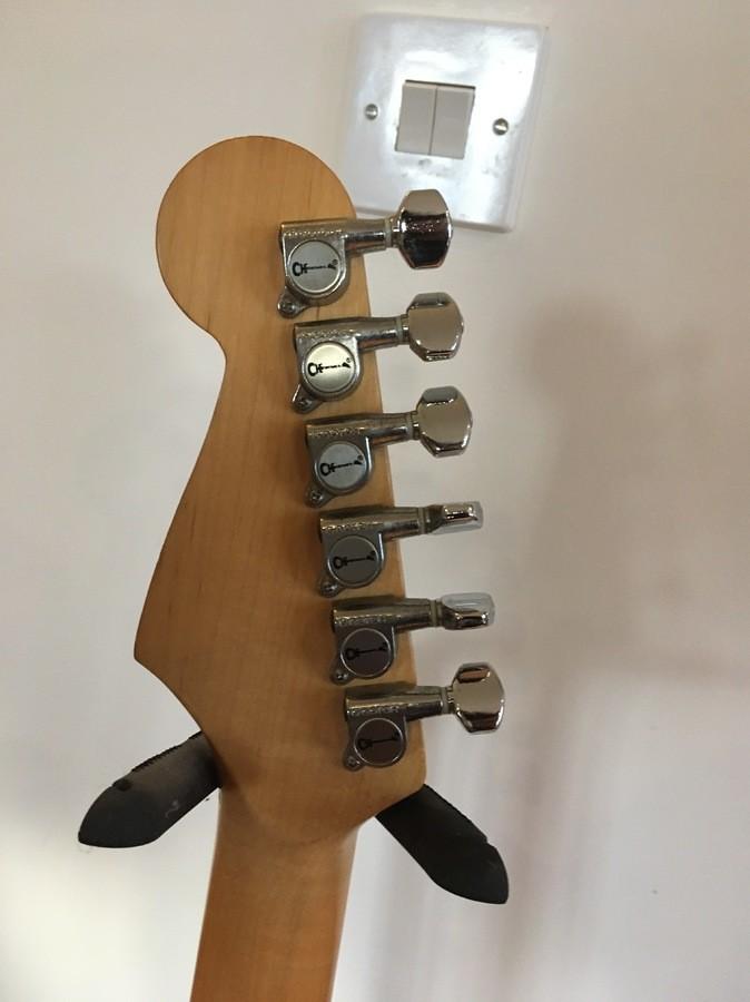 https://medias.audiofanzine.com/images/thumbs3/guitars-3112190.jpg