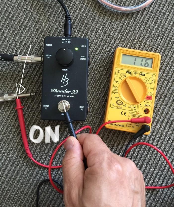 https://medias.audiofanzine.com/images/thumbs3/harley-benton-custom-line-thunder-99-3071087.jpg
