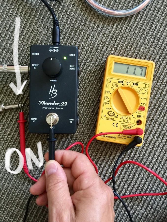 https://medias.audiofanzine.com/images/thumbs3/harley-benton-custom-line-thunder-99-3071089.jpg