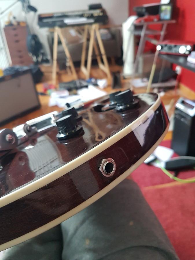 https://medias.audiofanzine.com/images/thumbs3/hofner-guitars-verythin-ct-2933360.jpg