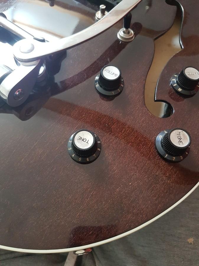 https://medias.audiofanzine.com/images/thumbs3/hofner-guitars-verythin-ct-2933361.jpg