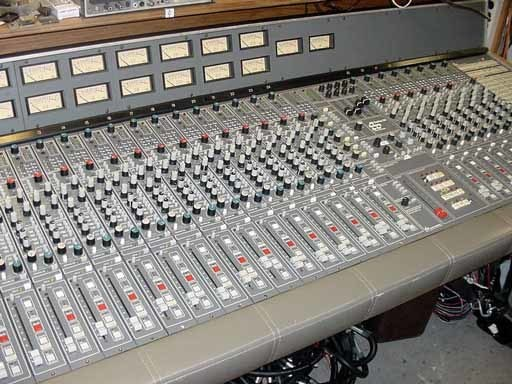 https://medias.audiofanzine.com/images/thumbs3/hornet-plugins-sw34eq-mk2-2937200.jpg