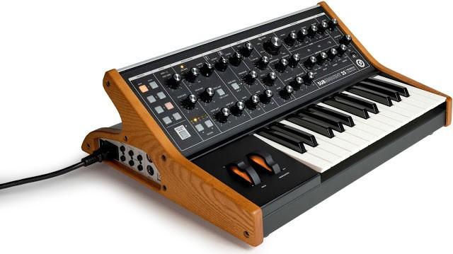 https://medias.audiofanzine.com/images/thumbs3/instruments-electroniques-2862666.jpeg