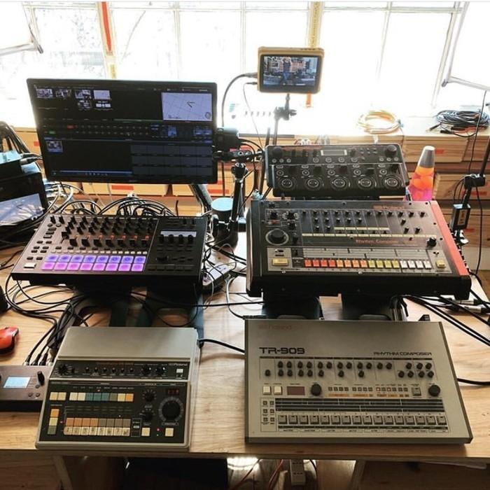 https://medias.audiofanzine.com/images/thumbs3/instruments-electroniques-2932467.jpeg