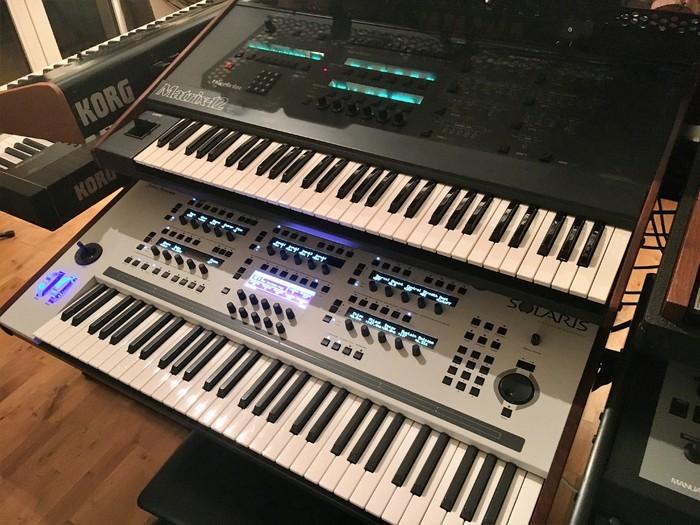 https://medias.audiofanzine.com/images/thumbs3/john-bowen-synth-design-solaris-3136582.jpg
