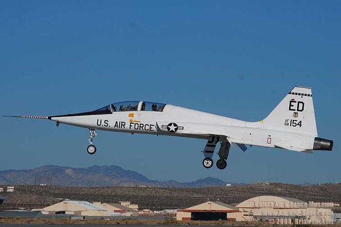 DSC 2853 T 38A 68 8154 412TW left side landing l