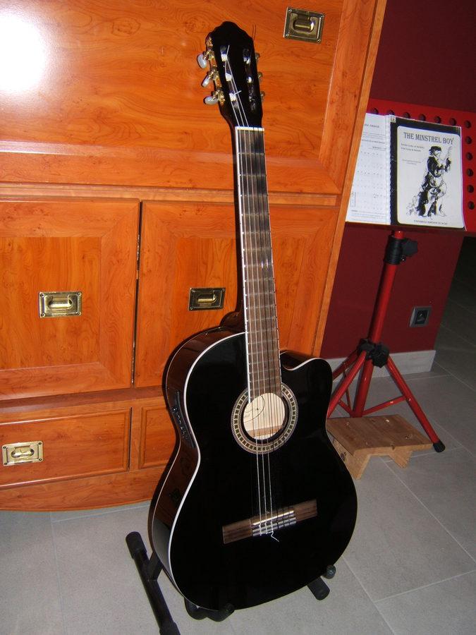 luthier guitare electro acoustique classique cordes nylon. Black Bedroom Furniture Sets. Home Design Ideas