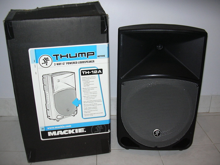 mackie th 12a image 654415 audiofanzine. Black Bedroom Furniture Sets. Home Design Ideas
