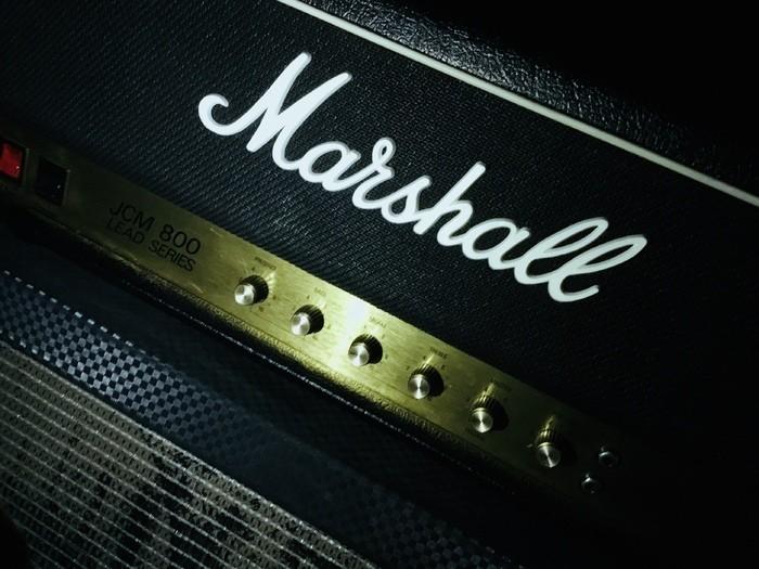 https://medias.audiofanzine.com/images/thumbs3/marshall-2203-jcm800-reissue-2184993.jpeg