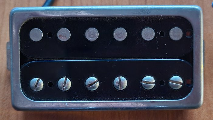 https://medias.audiofanzine.com/images/thumbs3/micros-humbuckers-pour-guitare-3217525.jpeg