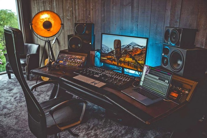 https://medias.audiofanzine.com/images/thumbs3/mobilier-pour-musicien-studio-3125200.jpg