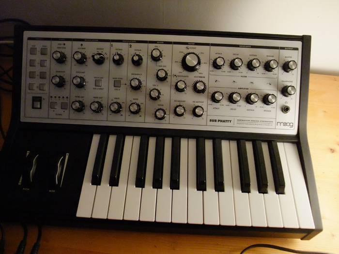Moog Music Sub Phatty apeiros images