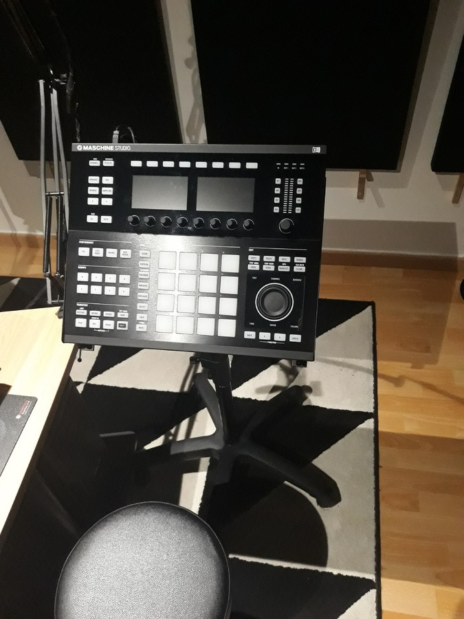 Native Instruments Maschine Studio (31074)