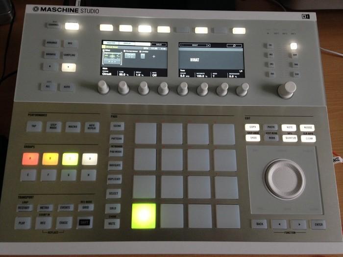 Native Instruments Maschine Studio (84676)