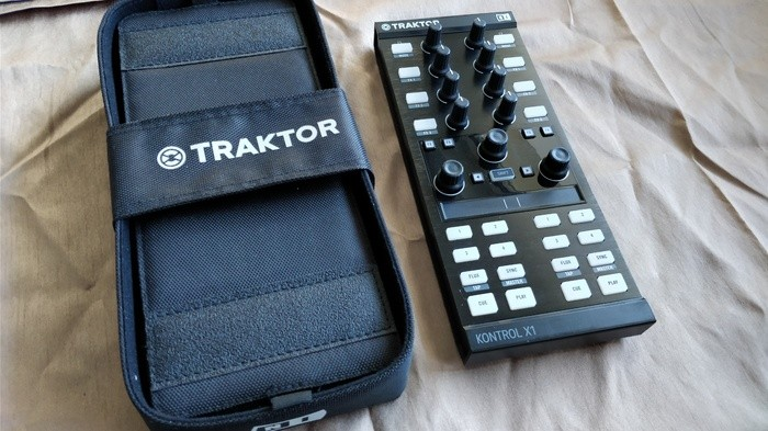 Native Instruments Traktor Kontrol X1 mk2 (1158)