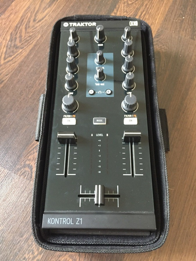 Native Instruments Traktor Kontrol Z1 (67010)