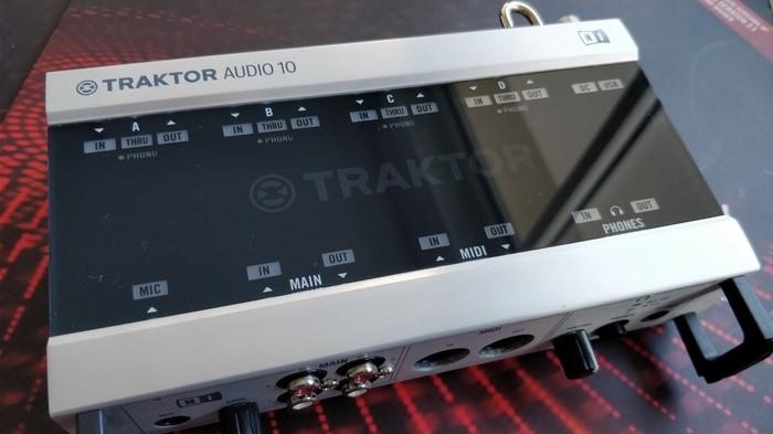 Native Instruments Traktor Scratch A10 (80525)