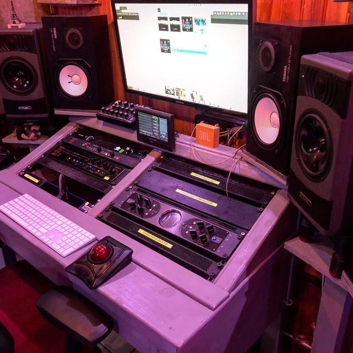 https://medias.audiofanzine.com/images/thumbs3/neumann-kh-310-a-2611443.jpeg