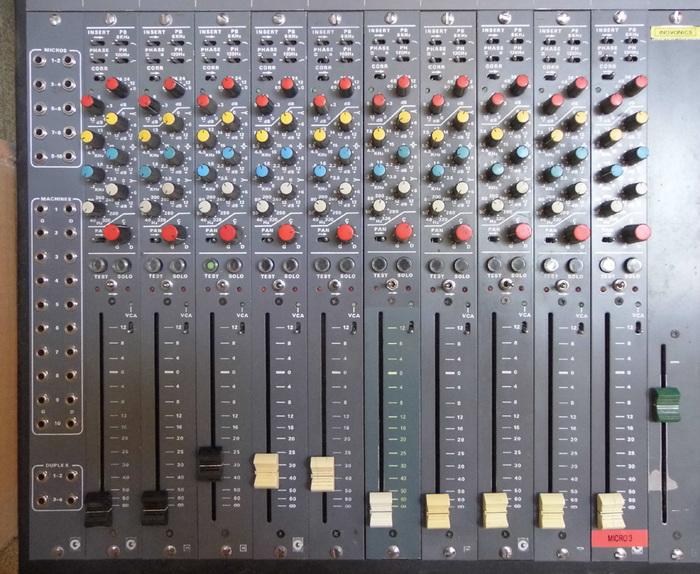 Photo no name console table de mixage analogique - Table de mixage en ligne gratuit ...