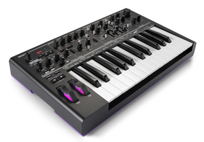 https://medias.audiofanzine.com/images/thumbs3/novation-bass-station-ii-3129135.jpg