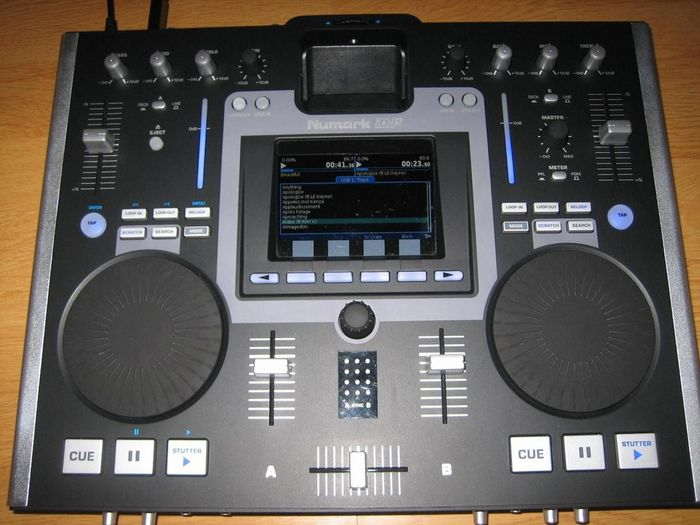 Mix scratch and perform with your iPod