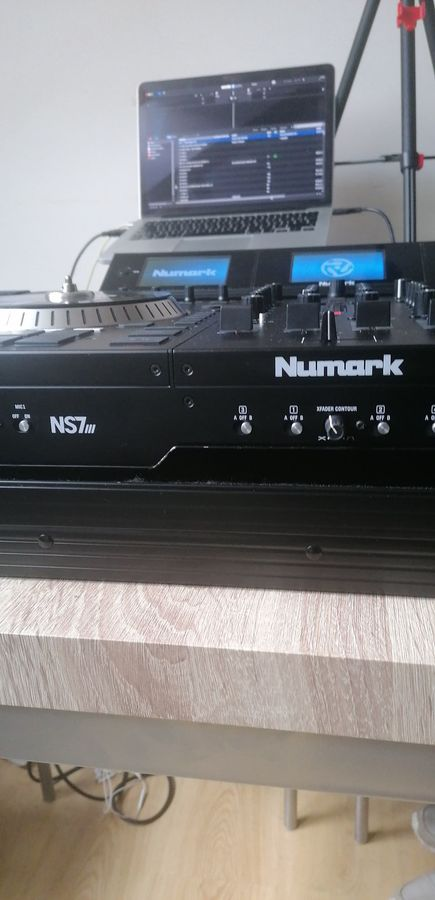 https://medias.audiofanzine.com/images/thumbs3/numark-ns7-iii-3131901.jpg