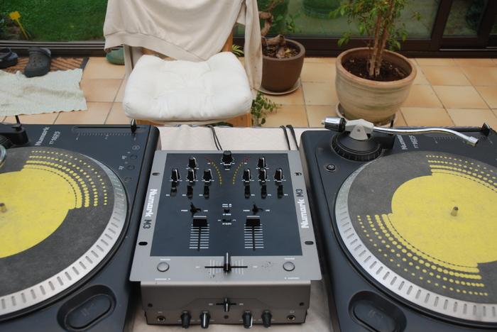 photo numark tt1625 numark pack dj platines numark. Black Bedroom Furniture Sets. Home Design Ideas