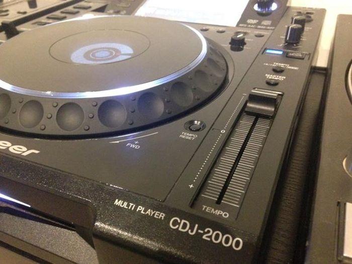 Pioneer CDJ-2000 Esteban06 images