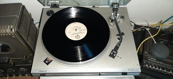 https://medias.audiofanzine.com/images/thumbs3/platines-vinyle-3166483.jpg