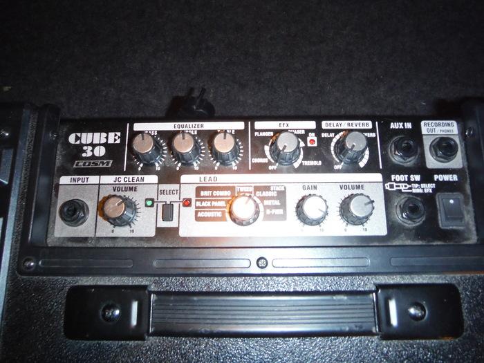 https://medias.audiofanzine.com/images/thumbs3/roland-cube-30-869988.jpg
